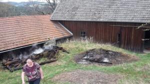 Abgebrannter Holzstoß