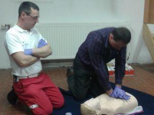 Josef Gneist beim Erste-Hilfe-Wiederholungskurs